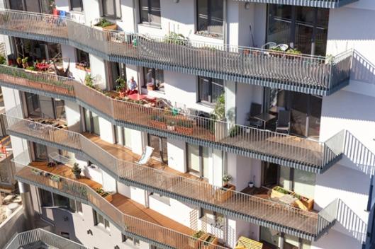 Wohnhaus JAspern, ein partizipatives Passivhaus-Projekt in der Seestadt Aspern. Mit 970 Punkten erreicht das Gebäude den klimaaktiv Gold-Standard. Foto: © Markus Kaiser, Graz